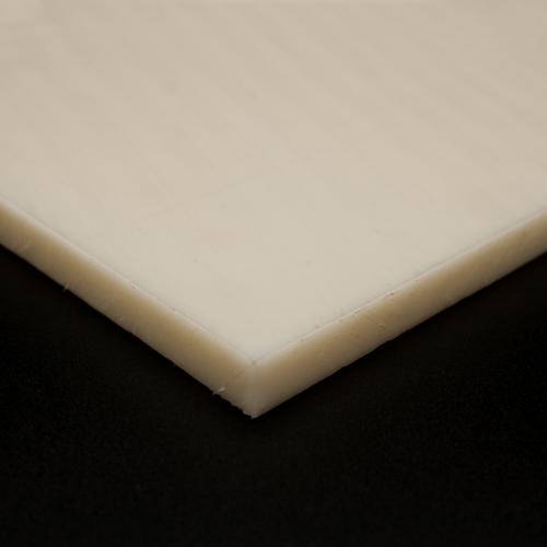 Corte a meidida de placas de poliamida